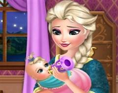 Elsa Bebek Bakıyor