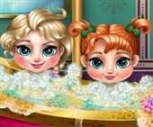 İkiz Bebeklerin Banyosu