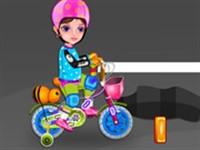Minik Kızın İlk Bisikleti